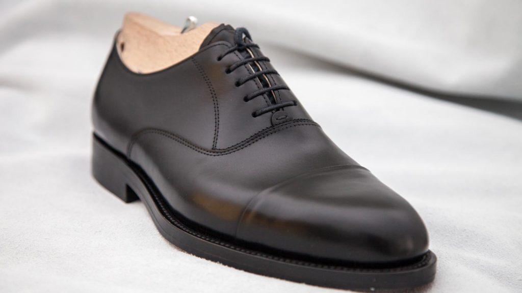 Maßschuh für Herren: rahmengenäht, schwarzes Leder