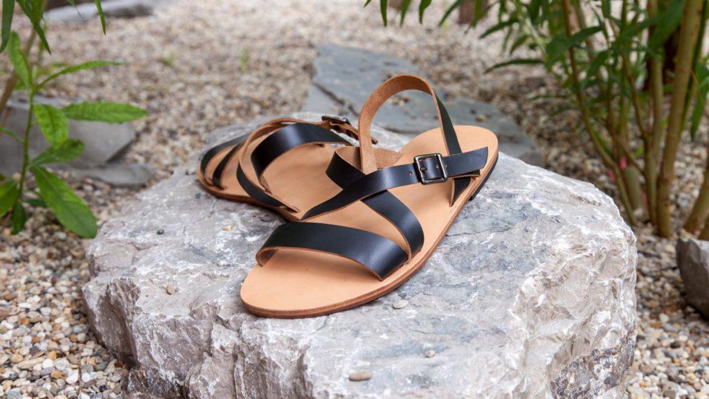 schwarze Sandalen für Herren mit Riemen
