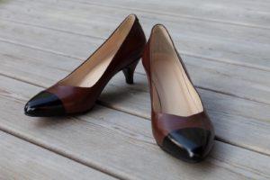 Maßschuhe mit Absätzen für Damen aus braunem und schwarzem Leder