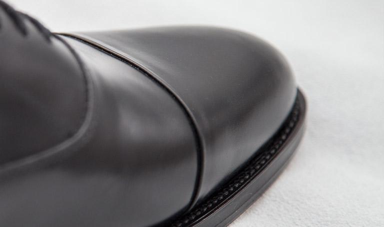 Maßschuhe für Herren: rahmengenäht, schwarzes Leder