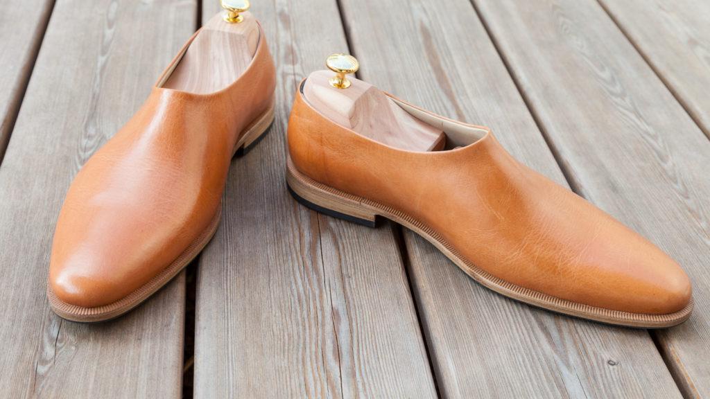 Schuhe ohne Naht und Schnürung, hellbraunes Leder