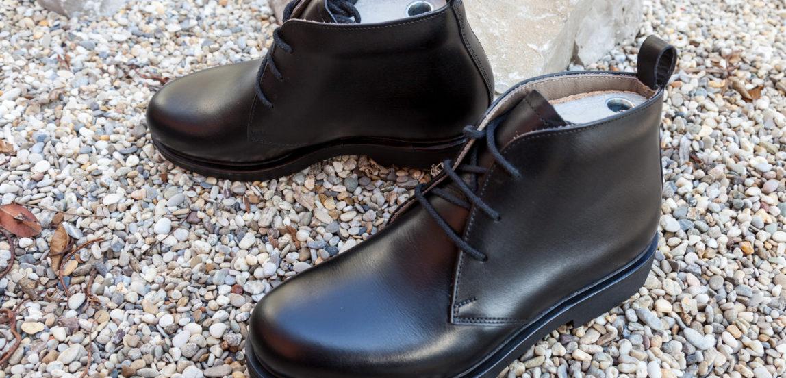 Handgemachte orthopädische Herrenschuhe, Derby halbhoch, Gummisohle, durchgenäht, schwarzes Leder