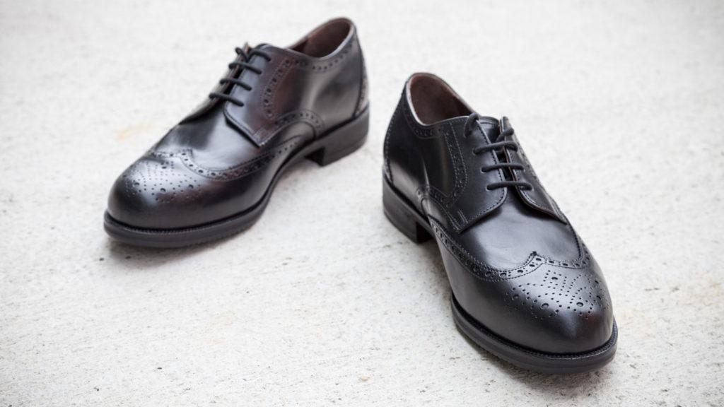 Handgemachte Herrenschuhe, Modell Wiener, schwarzes Leder, Größe 43