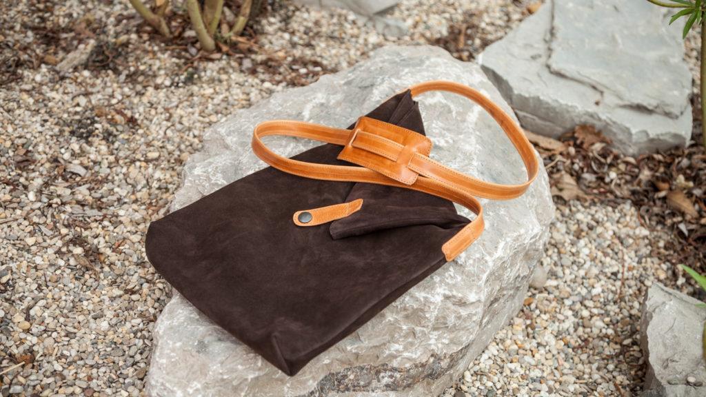 Dunkelbraune Tasche aus Leder, handgefertigt