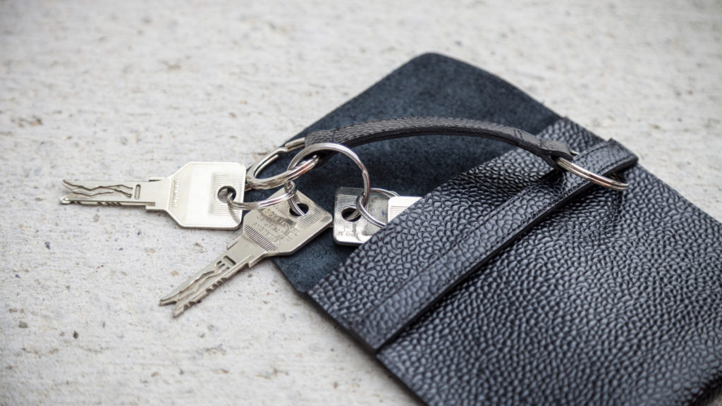 Handgefertigte Schlüsseltasche, schwarzes Leder