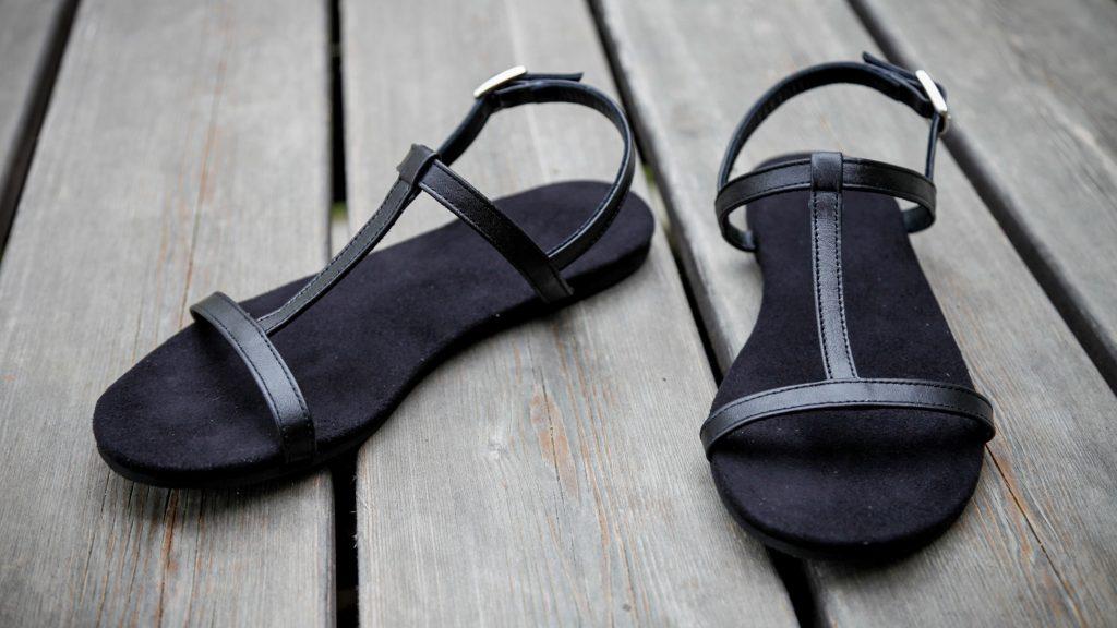 Schwarze Damen-Sandalen, handgemacht