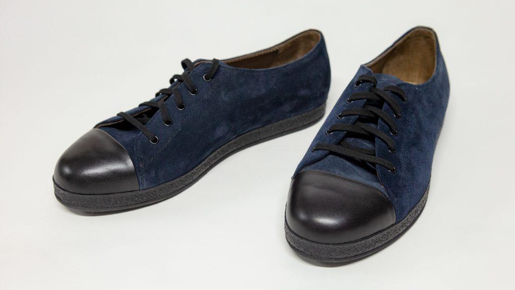 Sneaker Herren, Maßschuhe, 2-färbig, Rauleder blau, Glattleder schwarz