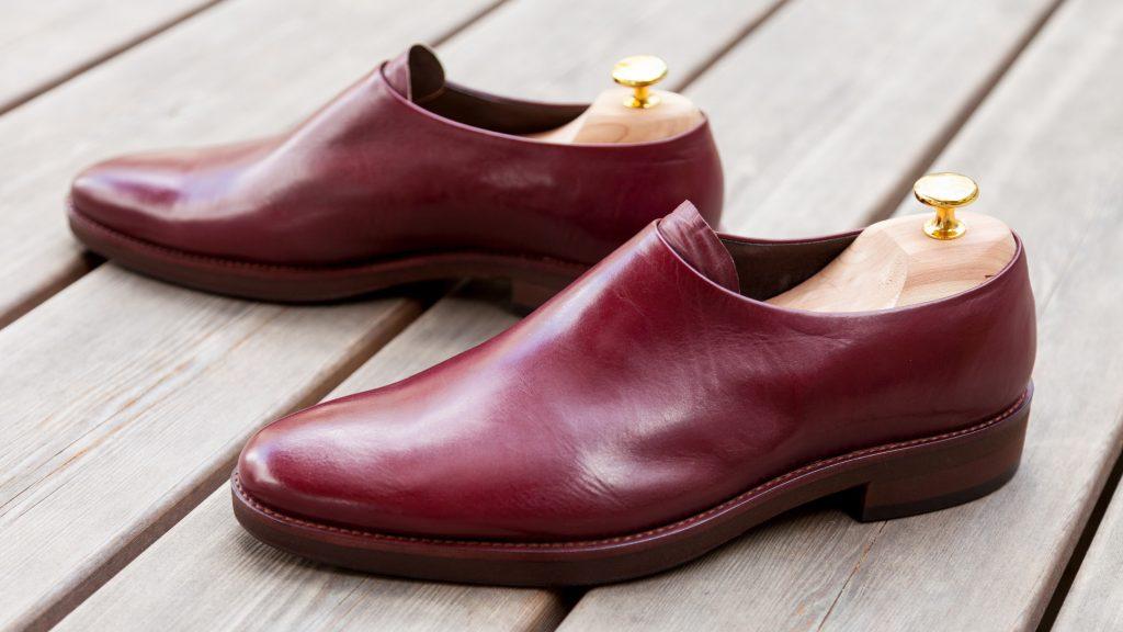 Schuhe ohne Naht und Schnürung, rotes Leder